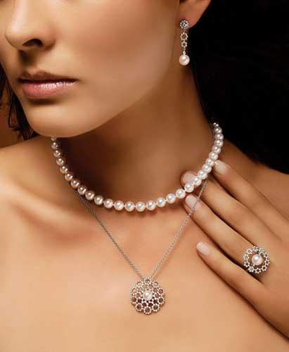 avec quoi porter un collier de perles